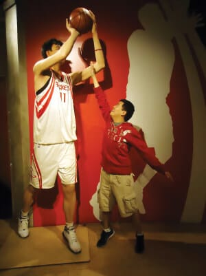Kevin Lee visits Yao Ming's statue at the wax museum