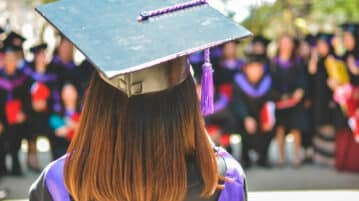 How to Land a Job as a New Grad: Staying Positive throughout the Hunt